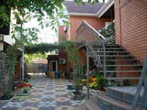 Наш уютный дворик «Райский уголок»